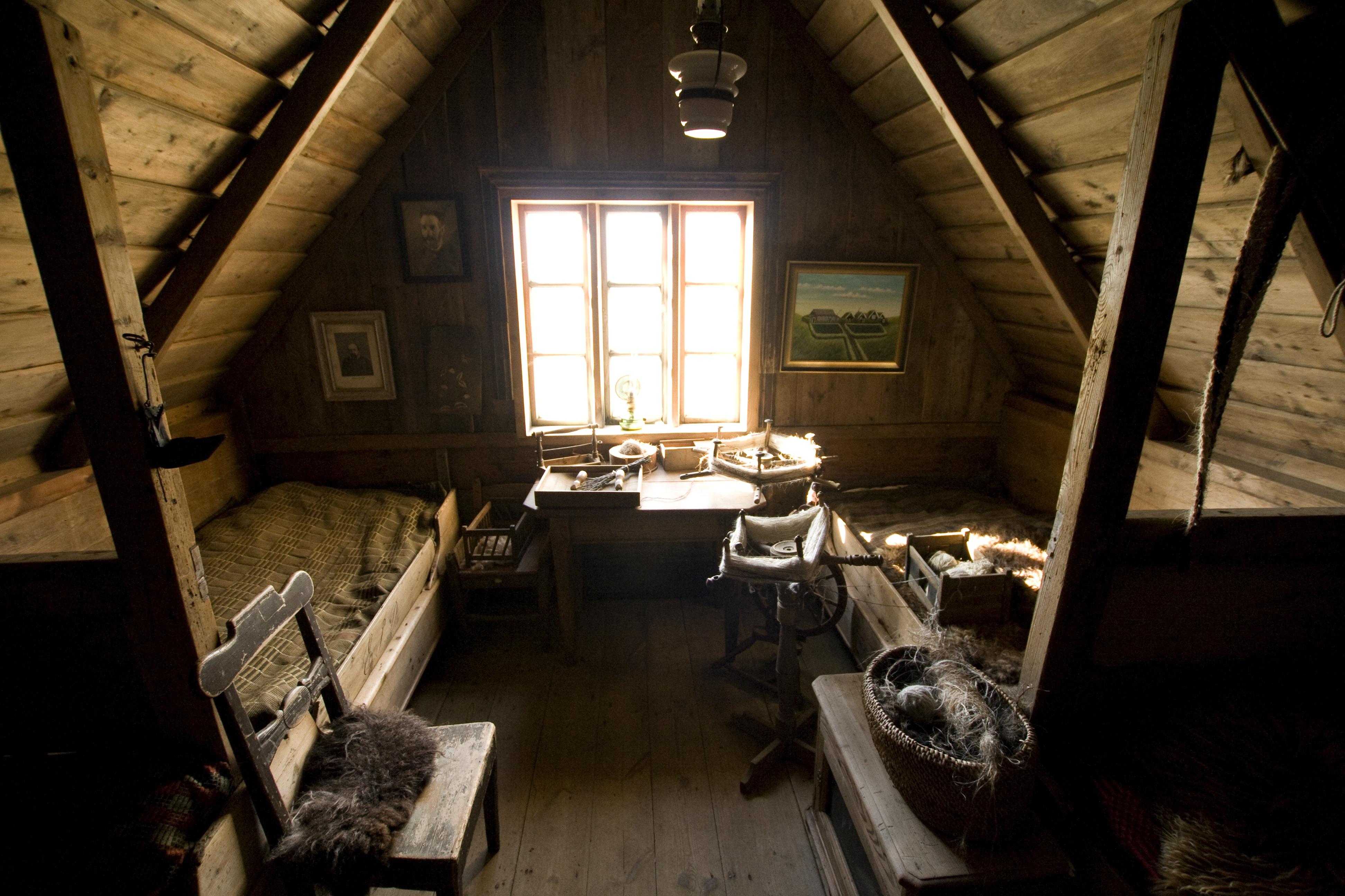 Description Attic bedroom.jpg