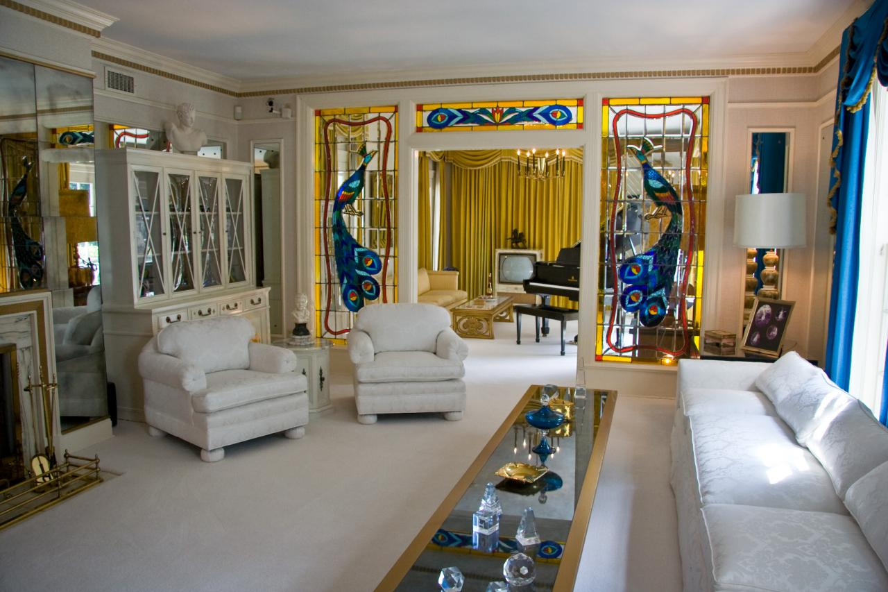 Description Graceland living room 1.jpg