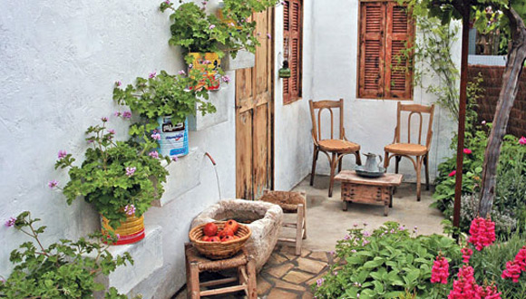Italian Courtyard Garden Design Ideas | HomeIzy.com