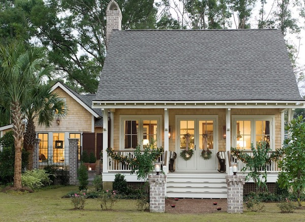 simple exterior holiday home Warming your Outdoor Home with Festive ...