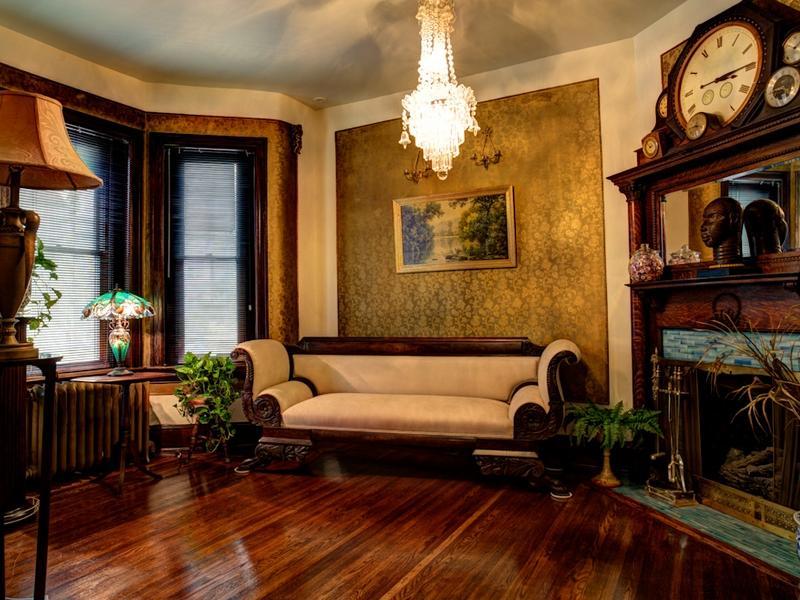 Victorian Gothic interior style: Victorian style interior design